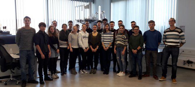 Chemie-Leistungskurs besucht Institut Heidger